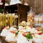 candy bar białystok rustykalny biało-złoty mini-pavlova