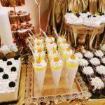 candy bar białystok złoty z piórami - mini-deserki panna cotta