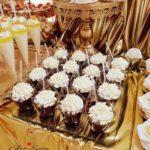 candy bar białystok złoty z piórami - mini deserki w bitą śmietaną