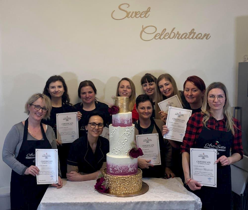 szkolenia cukiernicze - grupowe z tortem biało-różowym