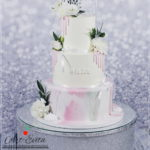 torty bialystok - weselny biały różowy z kwiatami