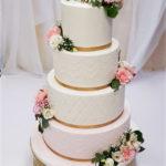torty bialystok - weselny biało-różowy z kwiatami