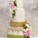torty bialystok - weselny biało-złoto-zielony z kwiatami
